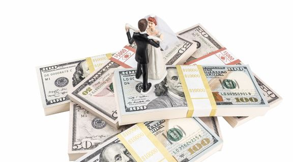 How To Not Overspend When Planning Your Wedding